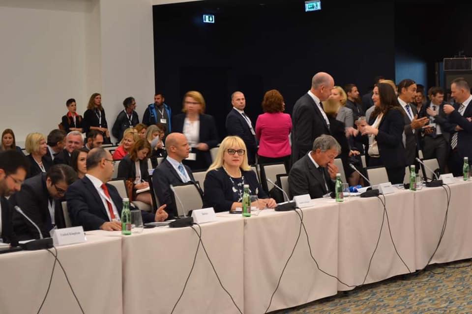 """(Во живо) Меѓународна конференција """"Зајакнување на транспарентноста и одговорноста со цел обезбедување интегритет: Обединети против корупција"""""""