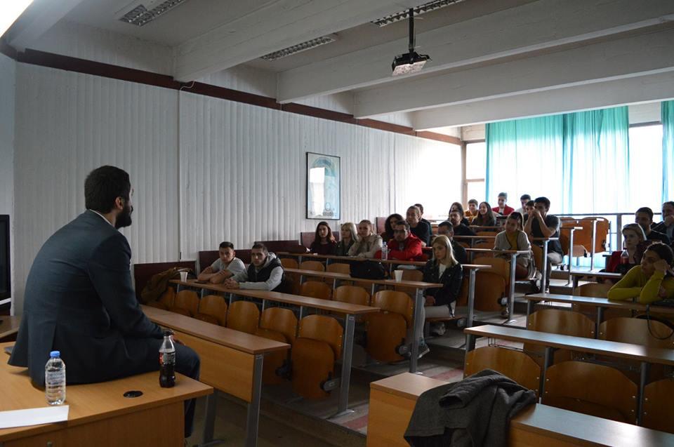 """Дискусија со студентите на тема """"Легализација на канабис за рекреативна употреба – бенефити и последици"""""""