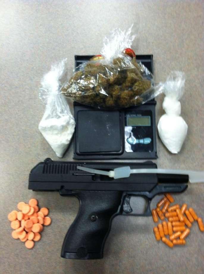 Приведен скопјанец, пронајдени дрога и оружје