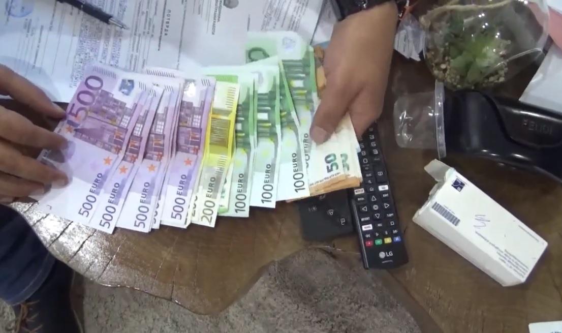 Поради кокаин и пари под кривичен прогон две лица