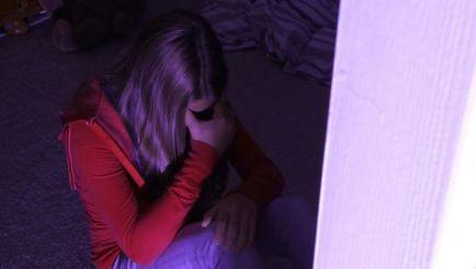 Седум години затвор за таткото кој ја продаде ќерка си за 6 илјади евра
