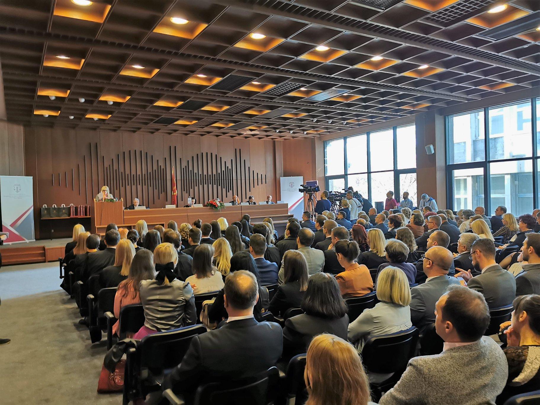 Дескоска им порача на новите судии и обвинители да бидат независни и потчинети само на законите